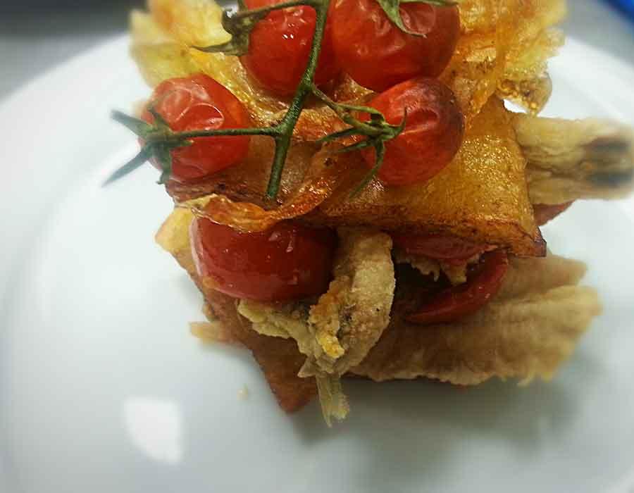 Millefoglie di patate e alici fritte