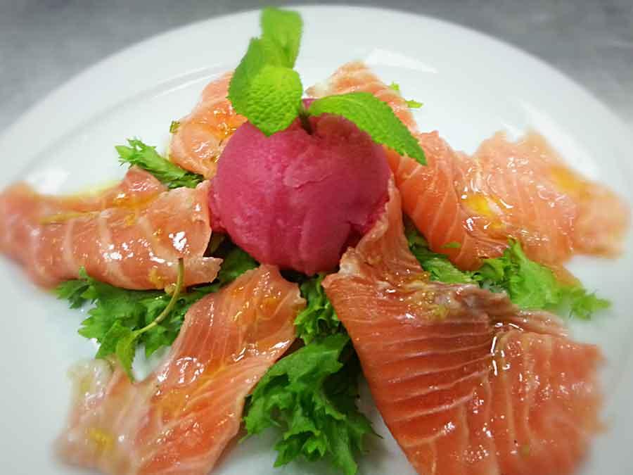 Rucola salmone marinato agli agrumi