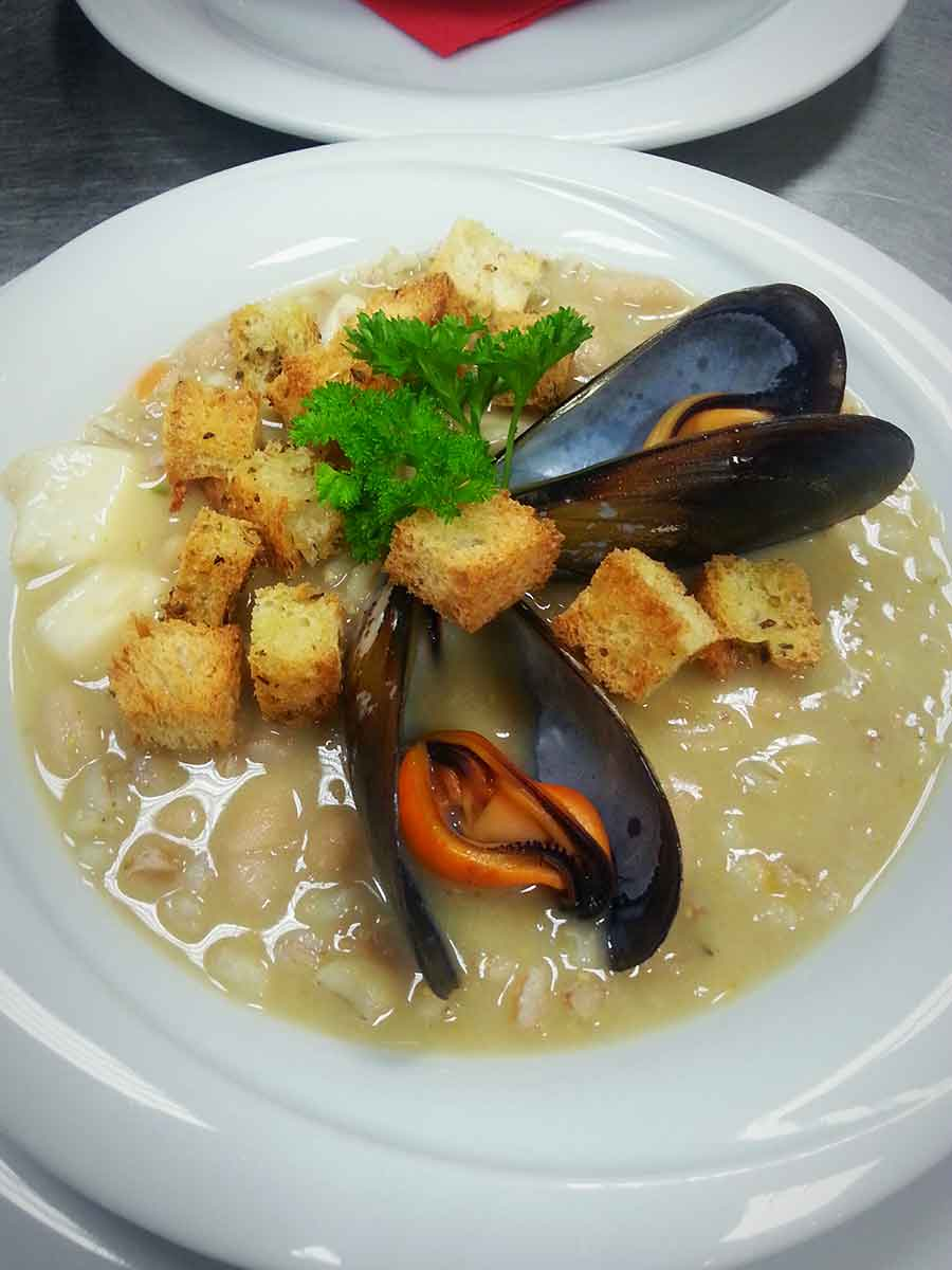 Zuppa di calamari e cereali